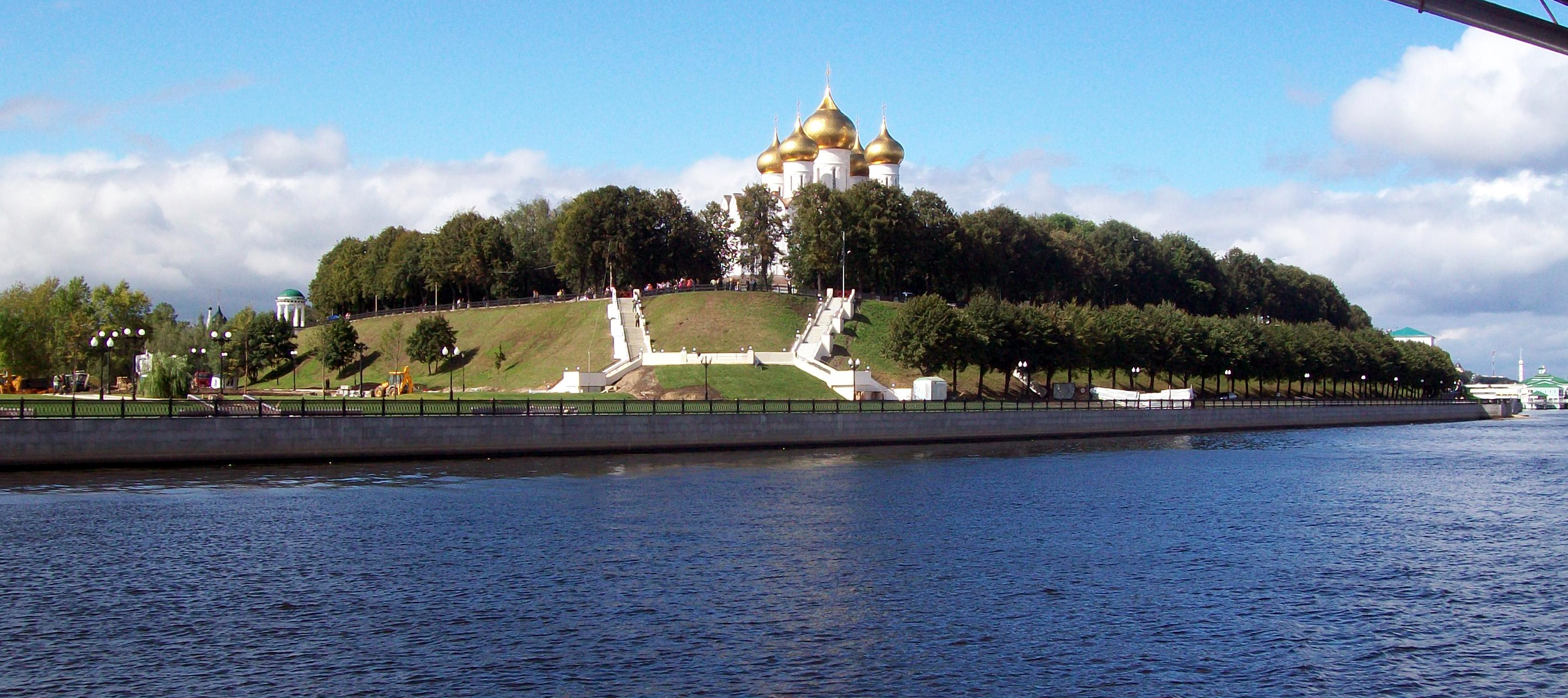 Yaroslavl-strelka.jpg