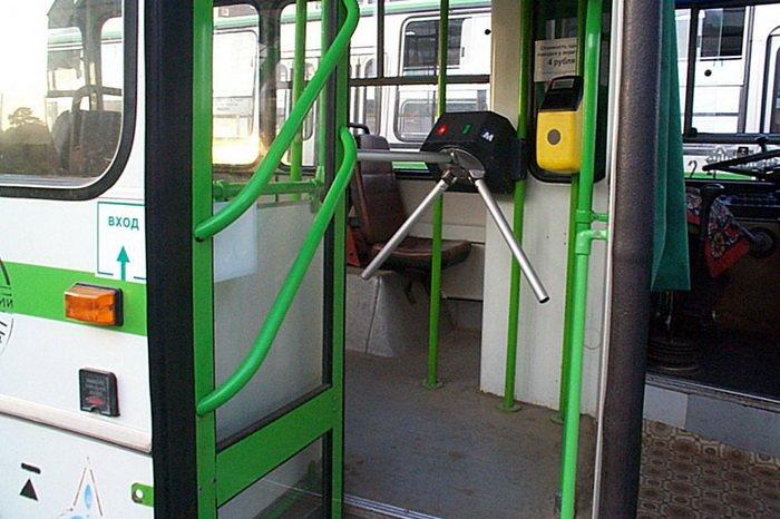 s-15-aprelya-v-moskovskih-avtobusah-zarabotaet-sistema-beskontaktnoy-oplaty-proezda-122217.jpg
